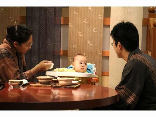 畳敷きの御食事処「和布座」お食事風景