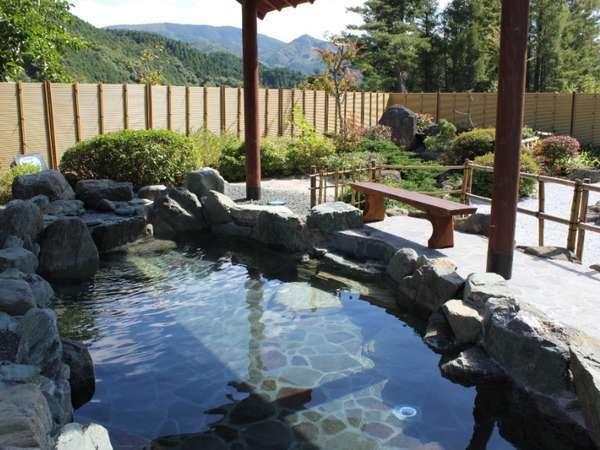 自然に囲まれ四季折々の景色を楽しめる露天風呂♪(女性側)