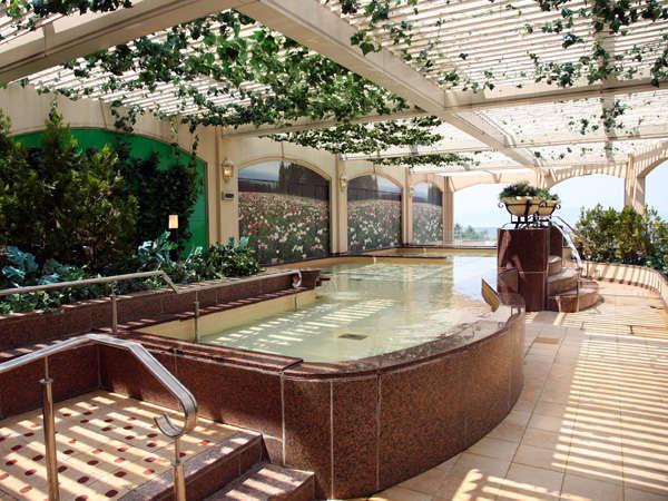 隣接するウイングタワー館の温泉展望露天風呂も無料でご利用いただけます。