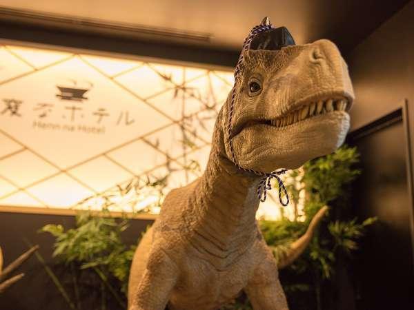 【フロント】恐竜がお出迎え♪ロボットとデジタル映像がシンクロした新エンターテイメント