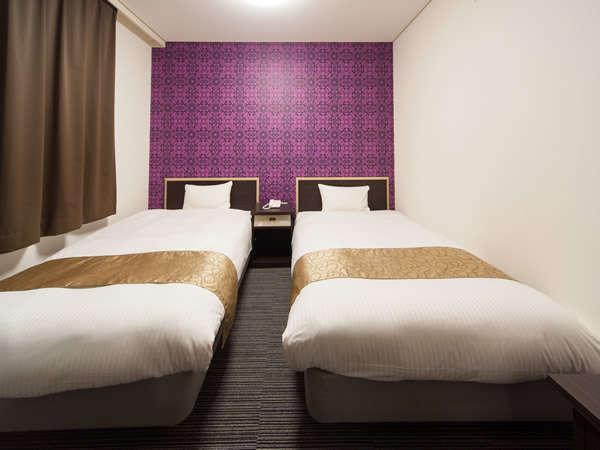【ツインイメージ】横幅120センチのベッドを2台ご用意。デュベスタイル。