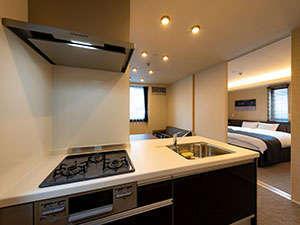 【キッチン】調理器具、食器を取り揃えております。※調味料は衛生上設置しておりません。ご了承ください。
