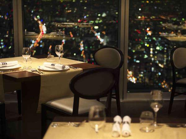"""57階レストラン「ZK」では、まさに""""天空""""という言葉にふさわしい空間でお食事をお楽しみいただけます。"""