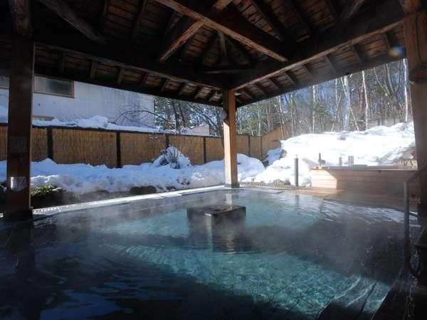 自然に囲まれた露天風呂でゆったり