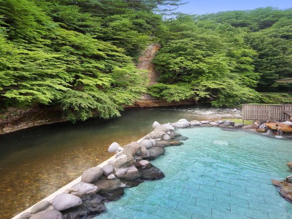 【天河の湯】渓流を望む露天風呂※偶数日・奇数日で男女ご利用いただける大浴場が異なります。