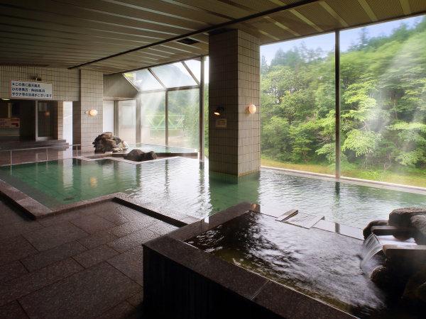 【日高見の湯】8つの浴槽があり、湯めぐりが楽しめる。