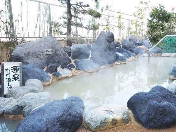 《大浴場》地下1,700メートルから湧き出す源泉は、ナトリウム(塩化物強塩温泉)泉質。