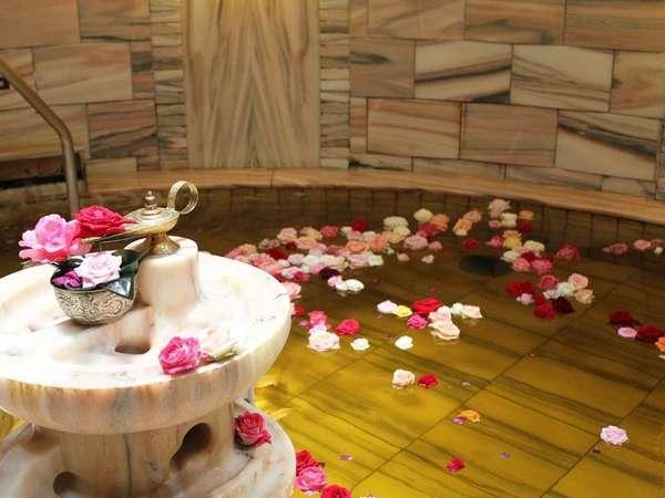 《洞窟風呂ハンマム》36度の不感温度で身体に負荷なく安らげる大変リラックス効果の高いお風呂。