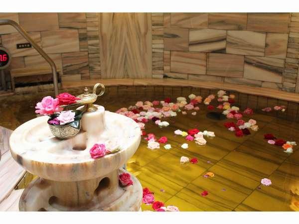 《大浴場》『洞窟風呂ハンマム』36度の不感温度で身体に負荷なく安らげる大変リラックス効果の高いお風呂。