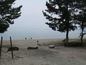 宿の前に広がる、浜辺の風景