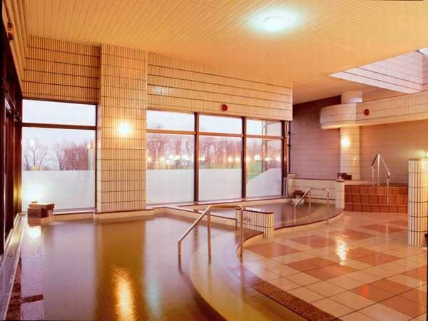 *【大浴場】旅の醍醐味の一つ、温泉に浸って日頃の疲れを癒してください。