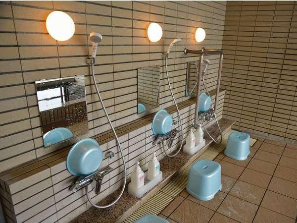 宿泊者専用展望風呂の洗い場です。
