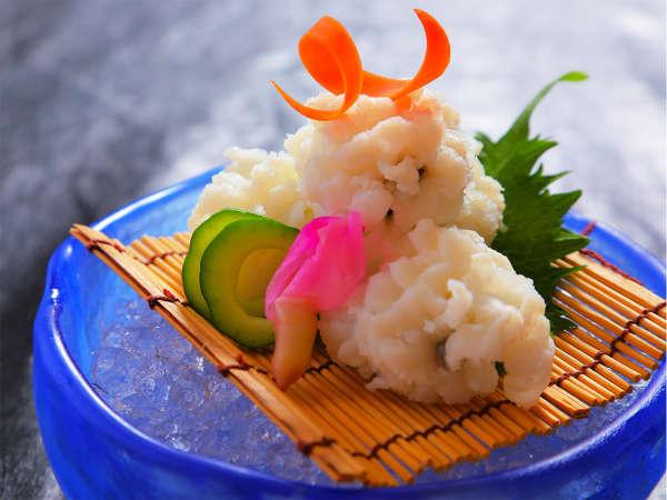 """""""フワッ""""と肉厚なハモの湯引きを「酢味噌or梅肉」でお召し上がりください♪"""