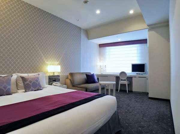 スタンダードダブル客室の一例:絨毯やカーテンを一新!