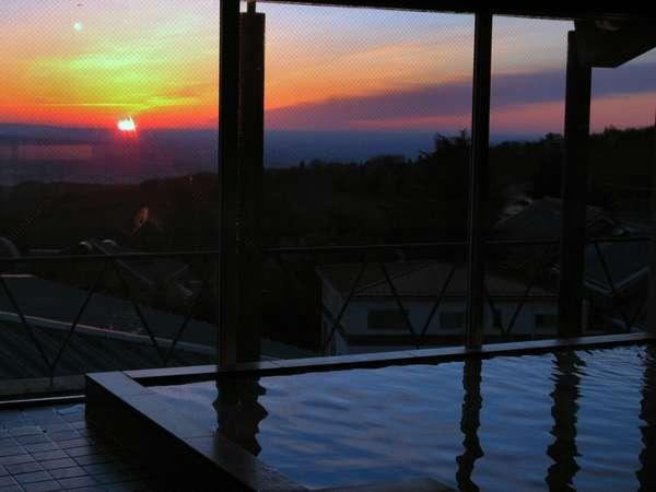 日の出が幻想的な桃源の湯