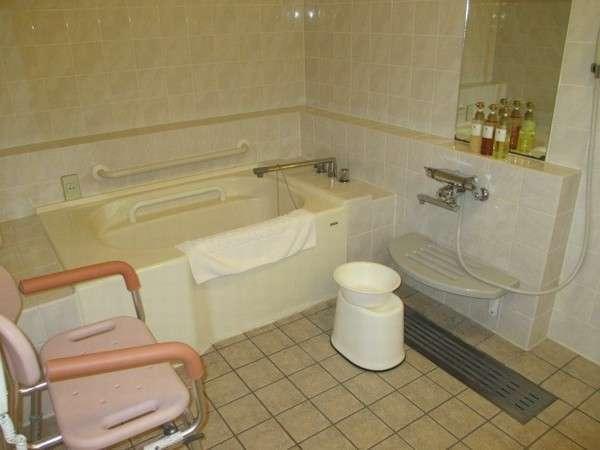ユニバーサルツインの浴室:バス・トイレ一体型(ユニットバス)