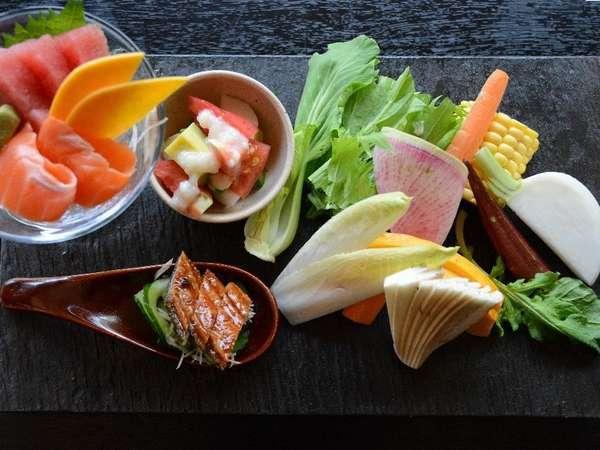 地の食材と季節の旬菜料理♪