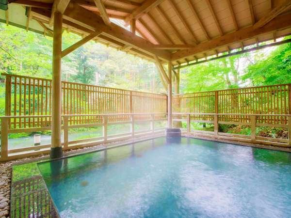 【露天風呂】眼前に広がる鶴仙渓の景色と弱アルカリ性のまろやかなお湯をお楽しみください。
