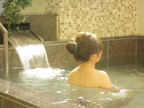 旅の疲れを癒すご宿泊者様専用の大浴場を完備しております。