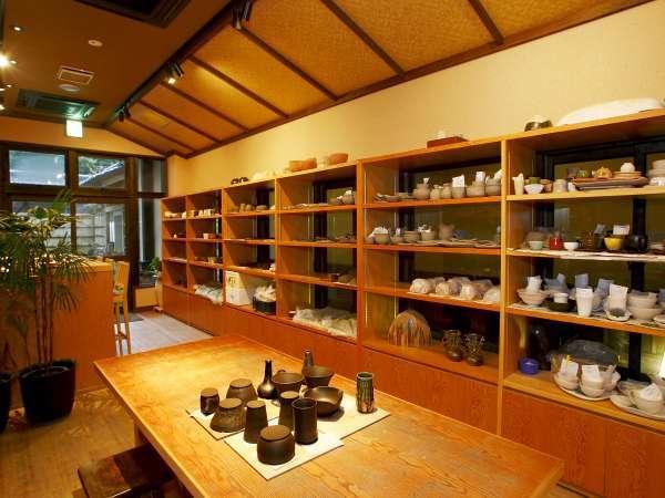 【陶芸工房釉らく】旅の思い出に陶芸体験はいかがですか。作品は約2ヶ月後のお届けとなります。