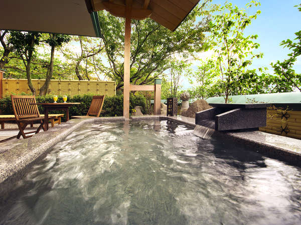 """""""とろり""""とした「天然温泉」は、客室でもお愉しみいただけます! 24時間何度でも、思う存分独り占め!"""