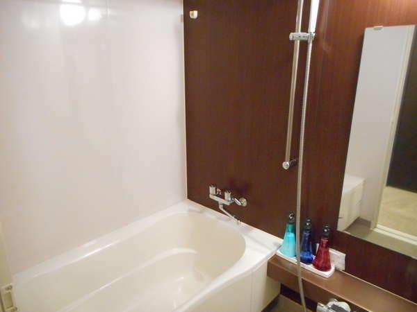 バス・トイレがセパレートタイプの浴室は大好評☆バスタブは足を伸ばせる大きいサイズです!