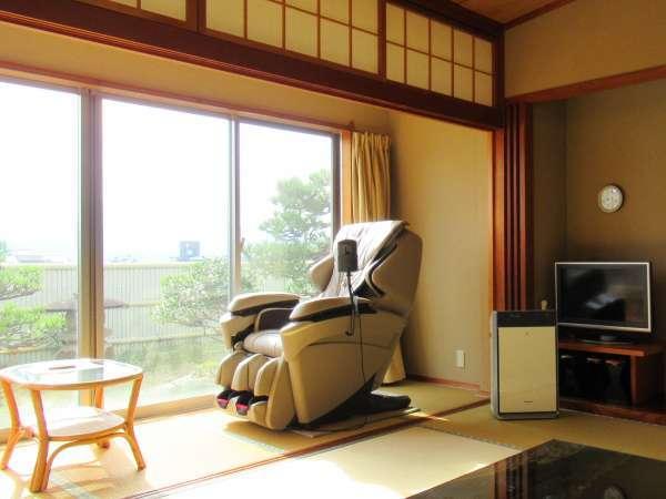 【庭園付き特別室】 備え付マッサージチェアで寛ぎのひとときをお過ごしください