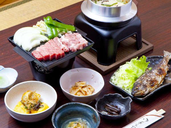 *■夕食一例■季節の食材はもちろんの事、地産食材も並ぶお食事♪
