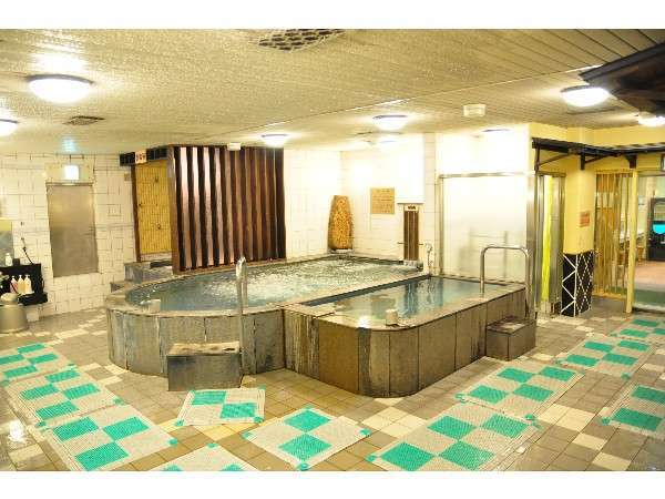 大浴場には、北海道秘湯二股温泉、2タイプのサウナ室、岩盤浴、ボディシャワー室を完備!(男性専用)