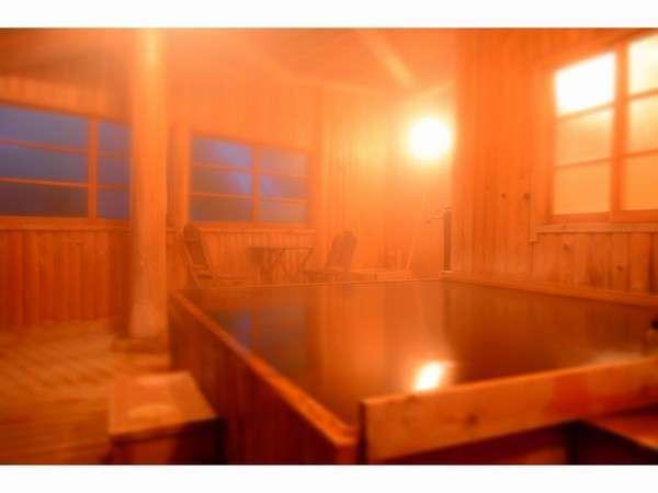 木の香り漂う 貸切りふろの一つ「ヒノキ風呂」