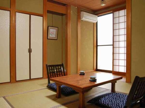 ほっとひと息つける落ち着いた静かな和室です。