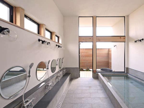 開放的な大浴場【めぐみの湯】。宿泊の男女数により大浴場・小浴場が変わります。貴方の宿泊日はどちら?