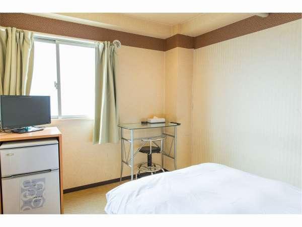 客室(机・テレビ・冷蔵庫)