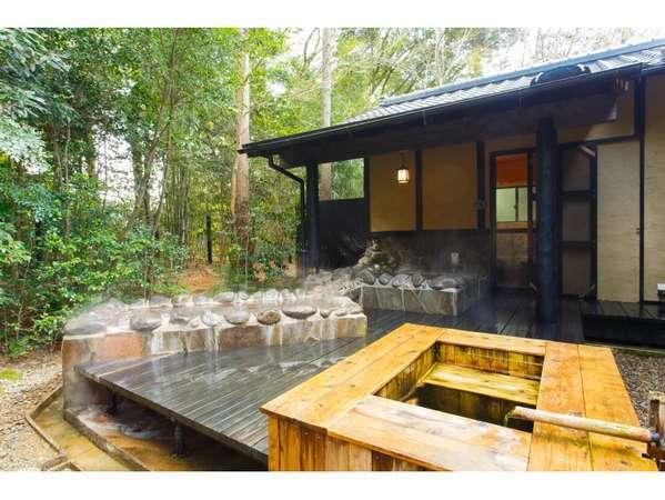【離れ】 客室温泉露天風呂は自然に囲まれたくつろぎの空間