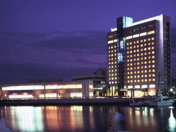 徳島グランヴィリオホテル全景[ 夜 景 ]