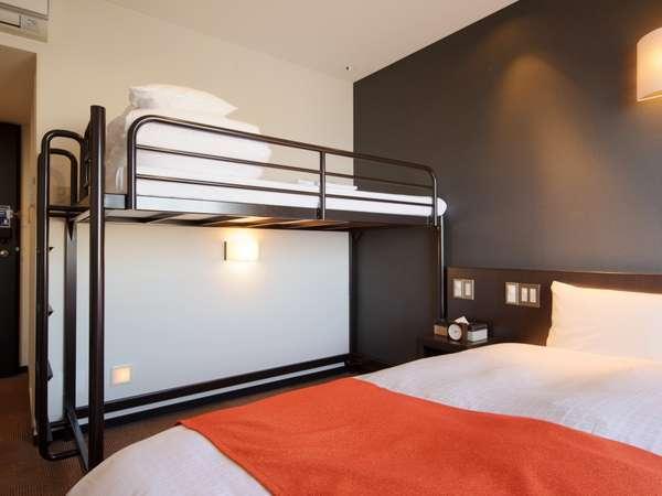 ◆ツイン+ロフトベッド◆ 14平米【ベッド幅90cm×2 ベッド幅80cm×1】