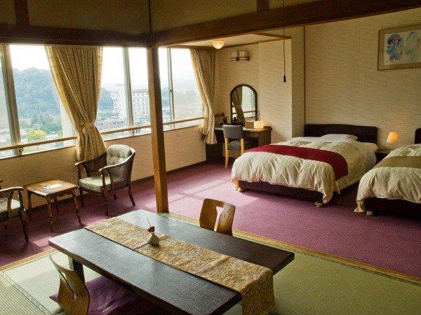 【和洋室】和室7.5畳+ベッド2台の広々とした上層階(7階又は8階)のお部屋です。
