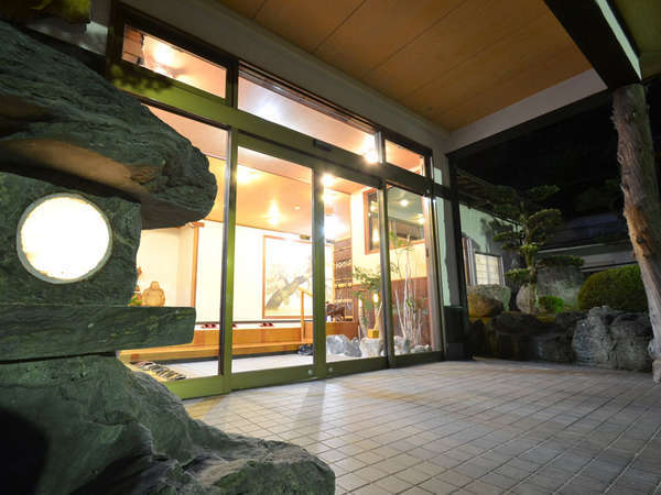 *【玄関】湯村温泉にあるこじんまりとした旅館です