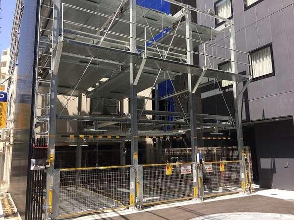 機械式立体駐車場。入庫制限(幅1850ミリ、高さ2100ミリ、全長5050ミリ)