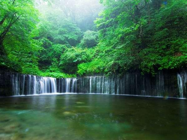 神秘的な軽井沢の人気スポット「白糸の滝」