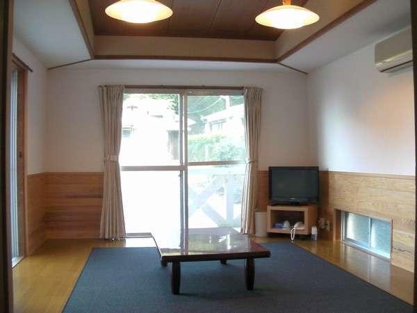 コテージ内 10畳1間(キッチン・バス・トイレ完備)