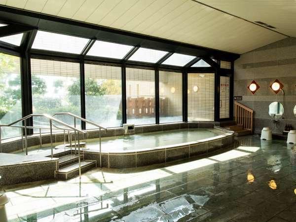 大浴場。男女共に露天風呂とサウナも併設。