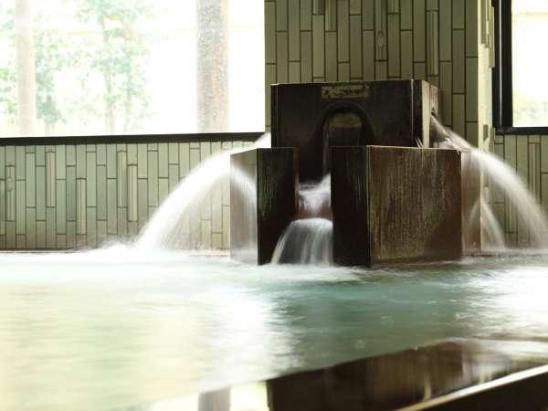 楽しい、気持ちいい、思いっきり手足を伸ばして大浴場をご堪能下さい。露天風呂も併設しております。