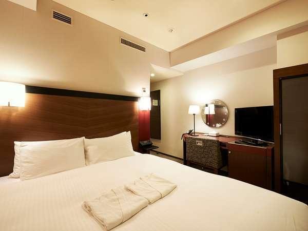 全室に「世界のベッド」シモンズベッドを導入。(ツインルームはシーリー製ベッド)