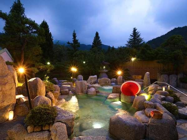 木曽の山々に囲まれた雄大な自然と四季を感じる露天風呂でおくつろぎください。