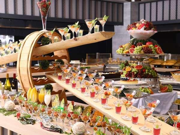 明るくて広い新設レストランで大江戸バイキングをお腹いっぱいお楽しみください。