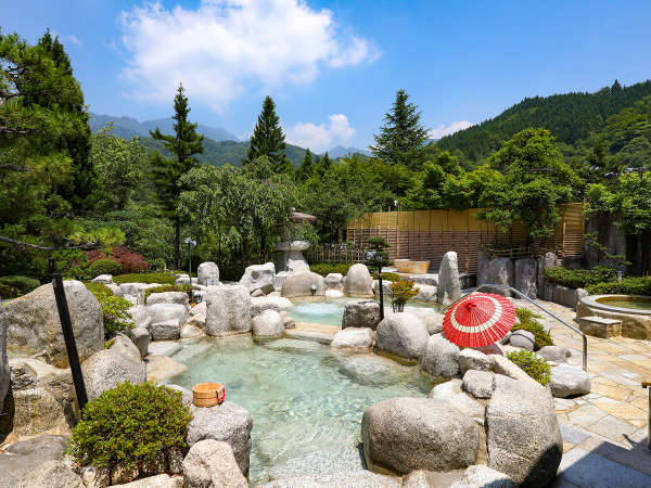 満天の湯:山の緑が美しい