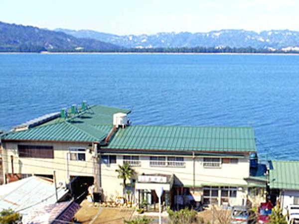宮津湾に面した当館は、天橋立を南東から望みます。