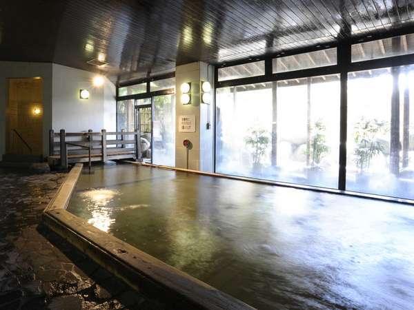 【本館大浴場】各種の浴場は疲れを癒していただけるように工夫をこらし、天然温泉を引き込んだお風呂です。