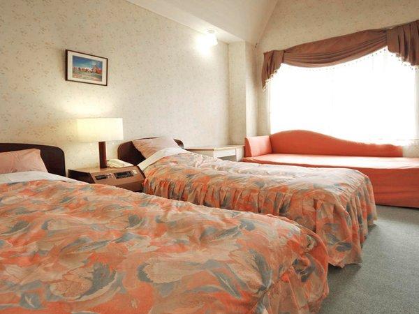 【洋室】ツインベッドを配したお部屋です。(一例)